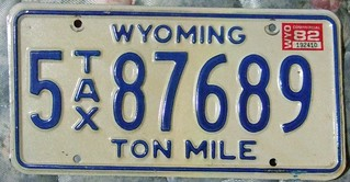 WYOMING 1988 ---TON MILEAGE TAX , TRUCK PLATE
