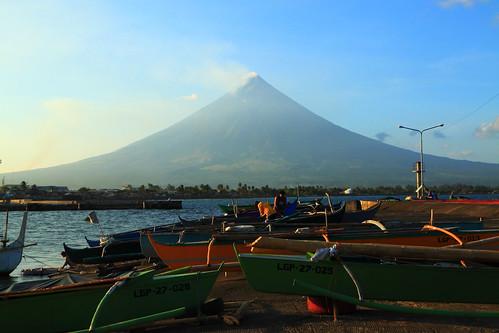 light sunset philippines fishingboats bicol lowsun levee 500d albay 1755mm mayonvolcano legazpicity