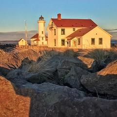 A beautiful sunset reflecting on Point Wilson Lighthouse. #adventureinspired #roamtheplanet #awesomeearth #earthfocus #wanderlust #pnwonderland #pnwspotlight #theelys #wastateparks #lighthouse #sunsets