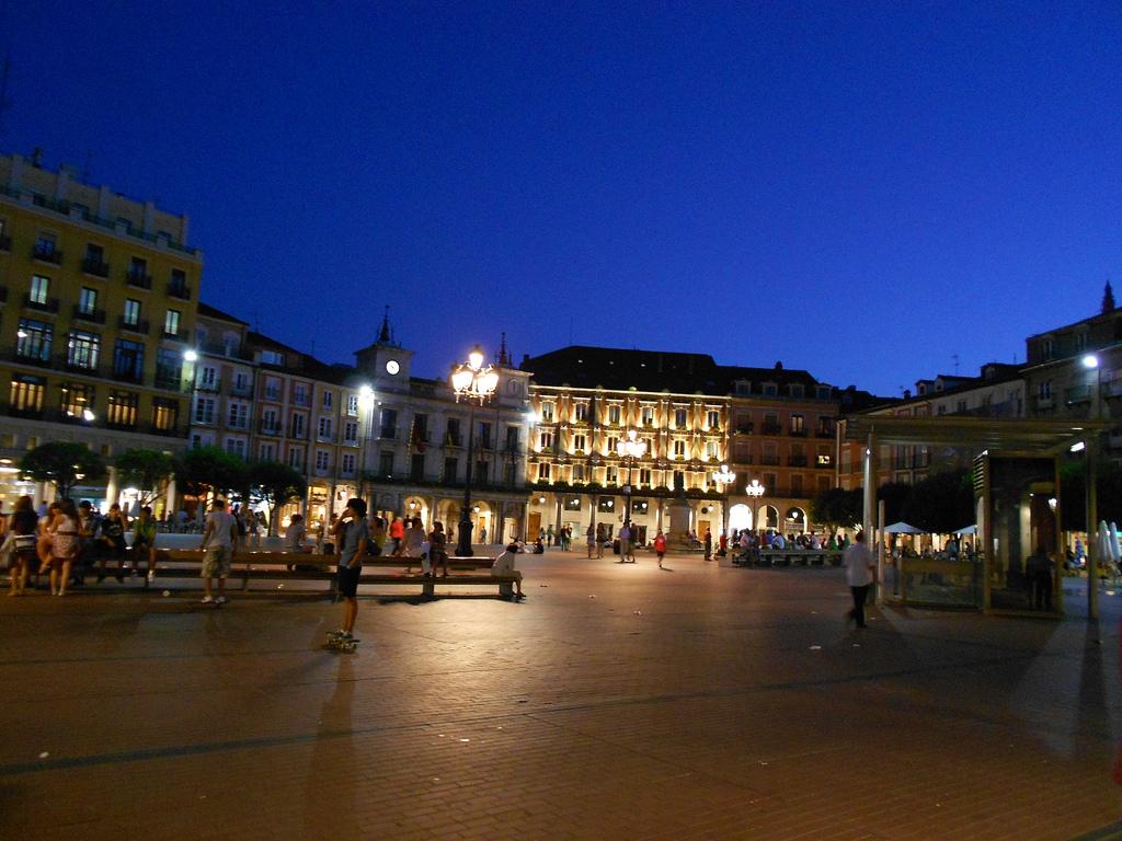 Plaza Mayor de Burgos, y su ambiente nocturno. Autor, EEPaul