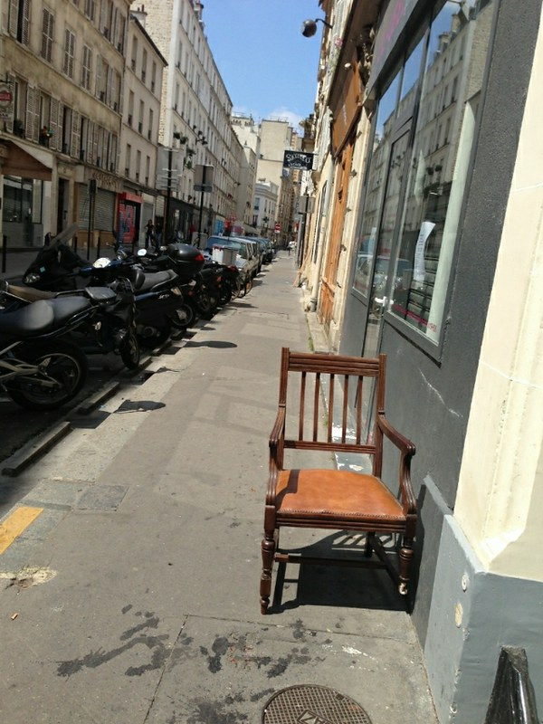 Old Gentleman Chair Under the Paris Sun_sm