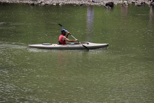 IMG_0317_Kayaker_at_Roush_Dam