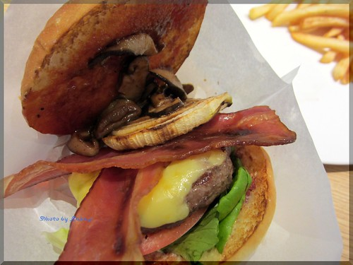 Photo:2013-07-17_ハンバーガーログブック_【銀座】Tommy Bahama銀座店 銀座の裏通りに突如現るハワイな空間でハンバーガーを頂いてみました!-03 By:logtaka