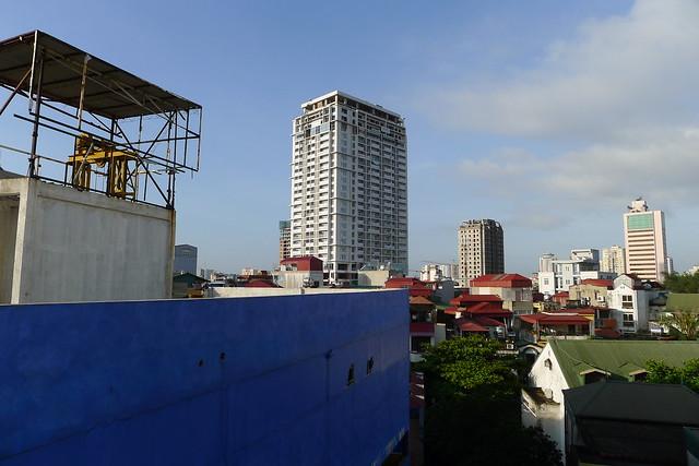 ハノイ・アパートの窓からの風景