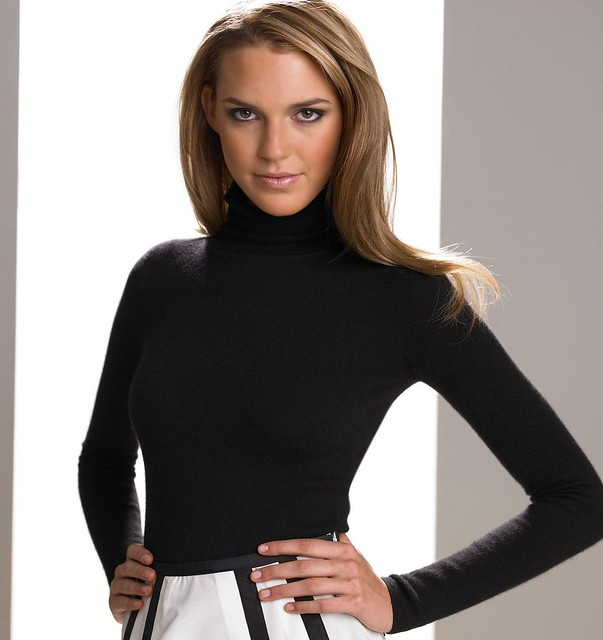 Versatile and elegant, the turtleneck sweater started out as a garment exclusively for men, but thanks to feminism it's also found a place in women's wardrobes. A high, snug collar in the classic black version was dubbed Dolcevita following its appearance in the unforgettable film by Federico Fellini.