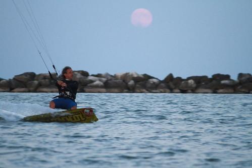 Romantico kitesurf. by Claudio61 una foto ferma un ricordo nel tempo