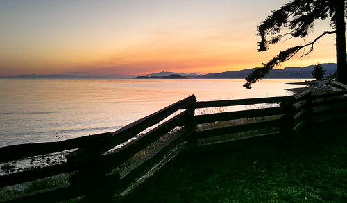 ocean sunset sky canada mountains tree clouds fence britishcolumbia woodenfence colourful sechelt oceanviews