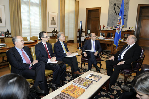 OAS Secretary General Meets with the Deputy Defense Minister of Colombia