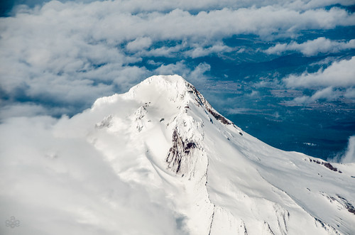 winter mountain clouds oregon unitedstates fav20 mthood summit february fav30 fav10 10000feet
