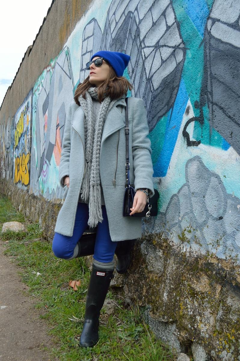 lara-vazquez-madlula-blog-style-fashion-cobalt-grey-wellies