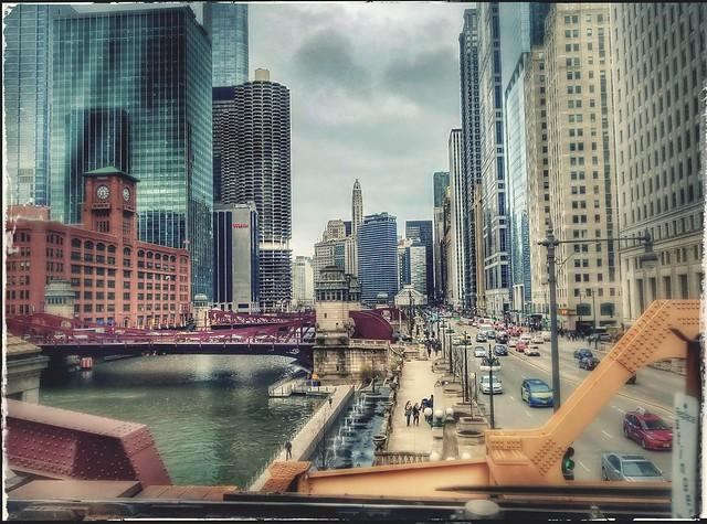 Chicago River, West Wacker Drive (2017-03-31_10-51-11)