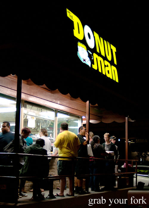 3am donut crowd at the donut man inglewood la los angeles