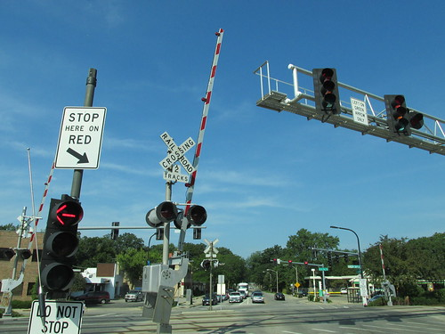 The Lake Avenue railroad crossing in Wilmette Illinois.  August 2013. by Eddie from Chicago