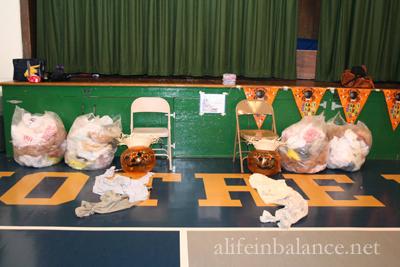 School Halloween Party: Stuff a Scarecrow
