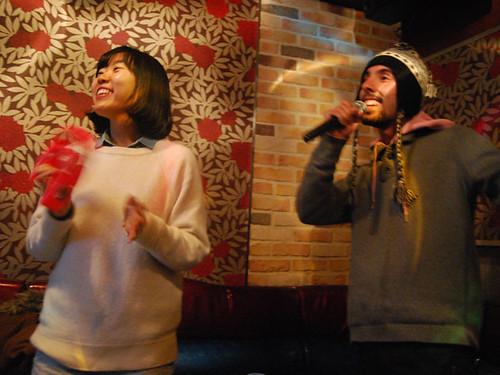 En Seúl también se puede cantar en un karaoke, los hay por todos los sitios