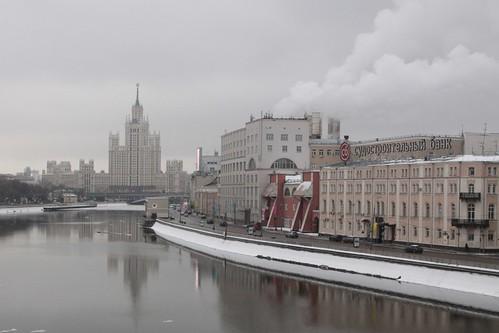 Looking down Raushskaya naberezhnaya along the Moskva River
