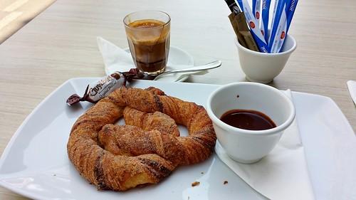 Guylian Belgian Chocolate Cafe: Cinnamon Swirl & Special Macchiato