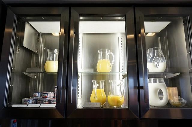 breakfast- Hilton Tokyo - shinjuku - exec lounge -002