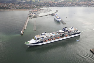 Cruceros Celebrity Infinity y Grand Mistral en Getxo. (Foto cortesía de la Autoridad Portuaria)