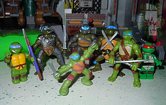 Nickelodeon TEENAGE MUTANT NINJA TURTLES :: MINI TURTLE FIGURE 4-PACK xii // .. Leo with other Mini Leo, MEGA BLOKS & LEGO figs (( 2014 ))