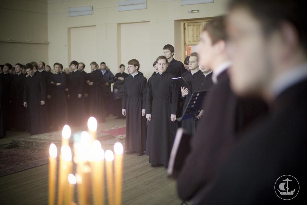 8 декабря 2013, Первая Божественная литургия спустя 95 лет в домовом храме исторического здания СПб Духовной Академии