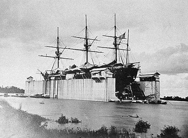 SAIGON 1866 - Le dock flottant pour réparation des bateaux