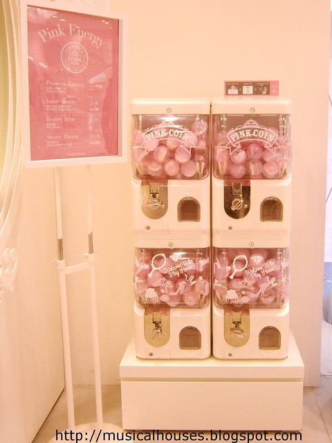 Etude House flagship store Vending Machine