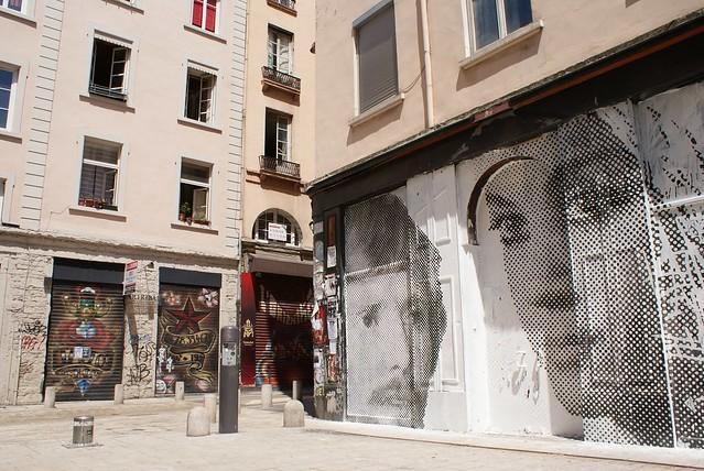 """Collage lors d'un """"festival"""" du street art à Lyon."""