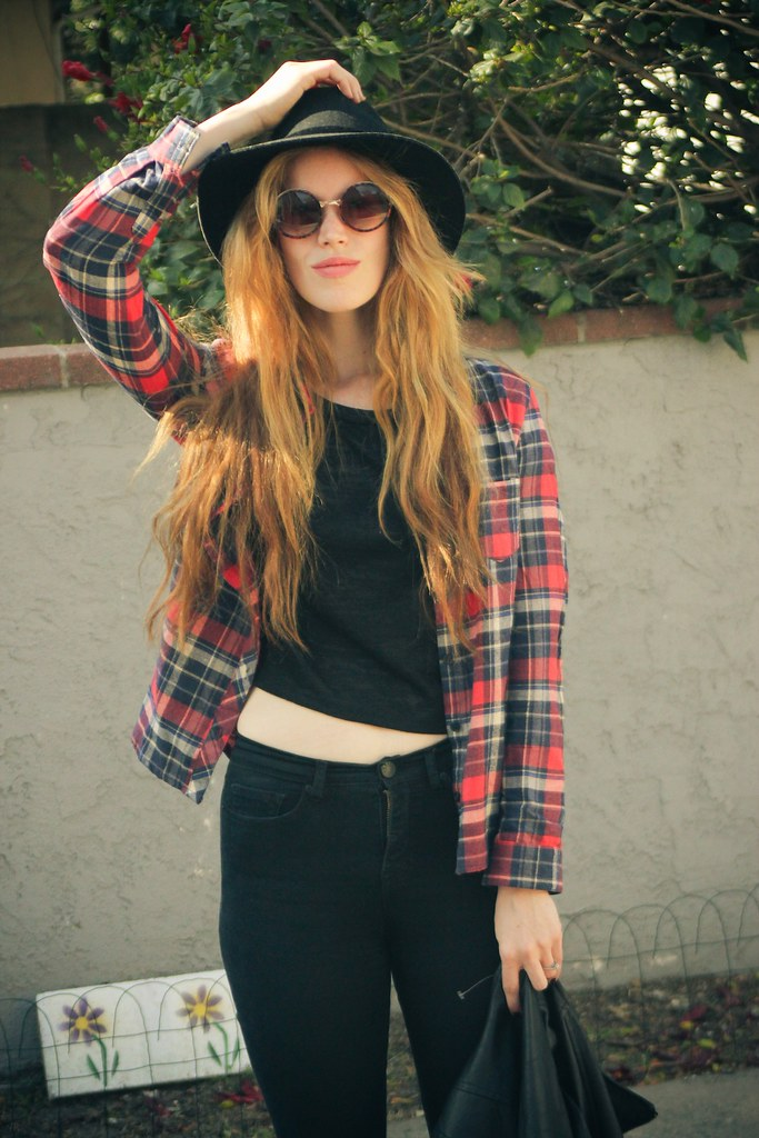 lucky fabb 2014 what to wear to lucky fabb updated grunge urban outfitters crossroads style council how to layer flannel perfect black hat nordstrom rack how to style a black tee claires festival backpack forever 21 flannel spring layers spring dressing los angeles style seeking style jennifer beile style blog fashion blog ootd outfit of the day how to wear circle sunglasses