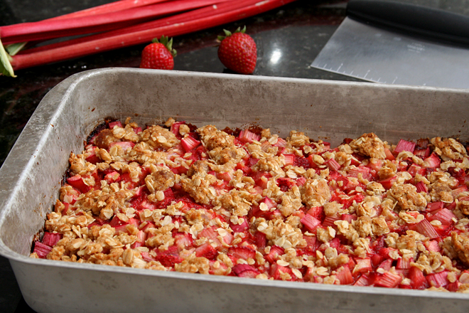 strawberry rhubarb crisp bars 5