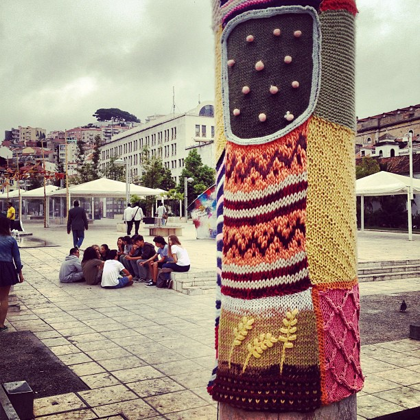 Cool #yarnbombing in Martim Moniz, #lisbon