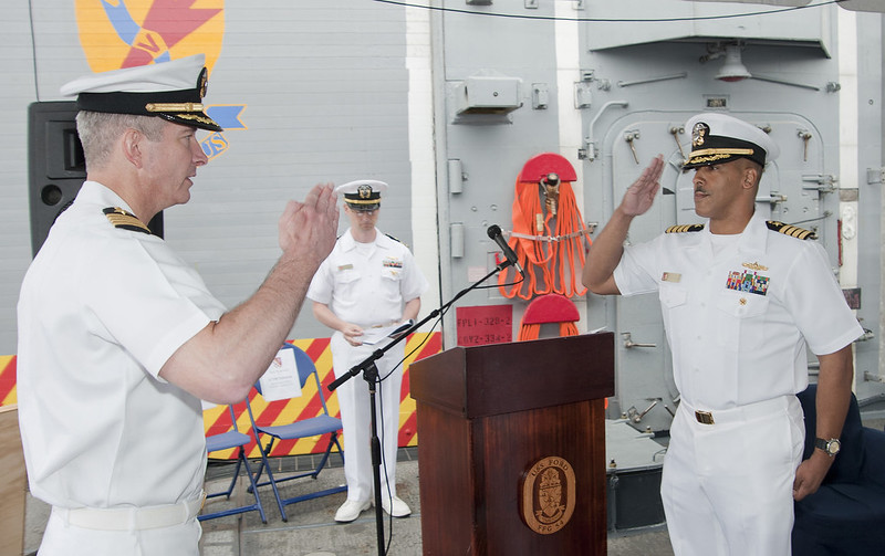 Everett, Wash. – Captain William M. Triplett relieved Captain Mark A. Johnson as Commander, Destroyer Squadron (DESRON) NINE in a ceremony onboard USS FORD (FFG 54).