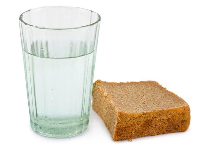 Стакан и хлеб