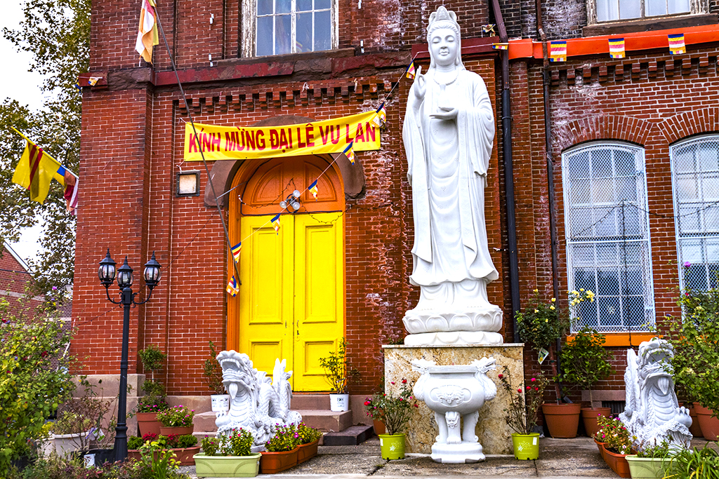 Vietnamese-buddhist-temple-on-4th-and-Carpenter--Queen-Village