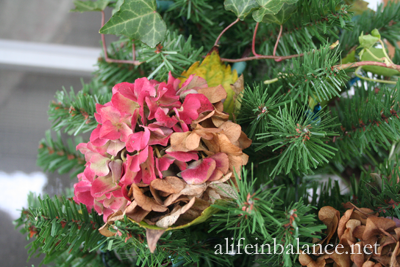 Decorate with Natural Decorations for the Holidays