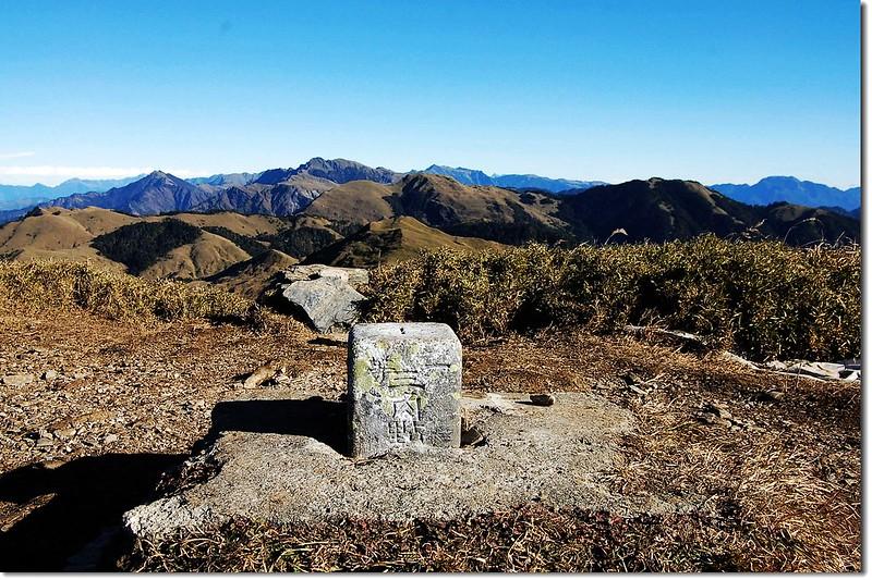 安東軍山一等三角點(Elev. 3068 m) 3