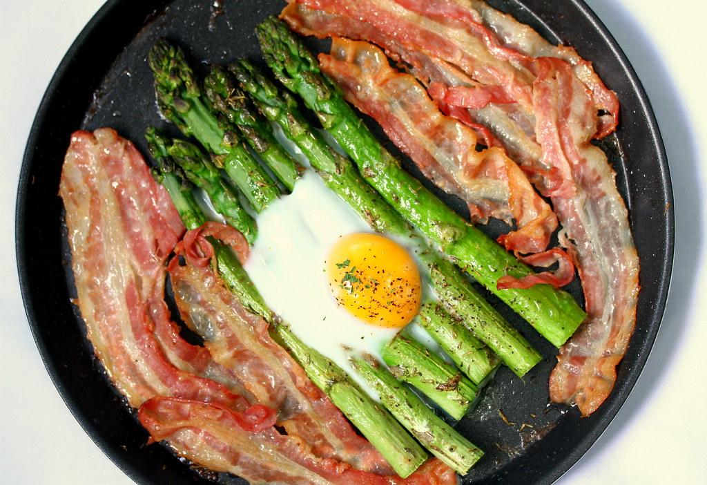 三星智能烤箱:熏肉和鸡蛋