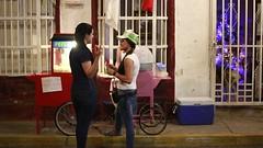 Chicas vendiendo cotufas