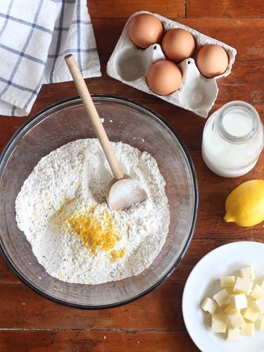 Lemon Poppyseed Scones // www.completelydelicious.com