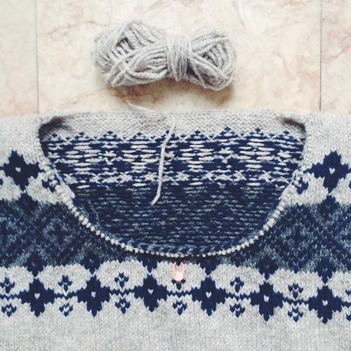 伝統柄のウエアとこもの 編み込みニット