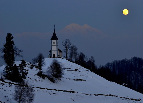 trees winter light moon mountains church slovenia slovenija 29 jamnik svprimoz
