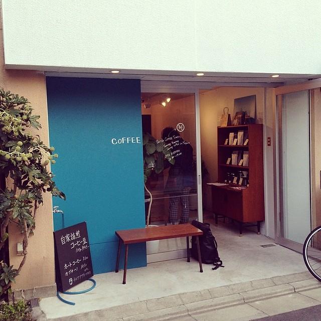 代々木で打合せのあと、その足で目黒川沿いの桜を見ながらの散歩。途中に寄ったSwitch Coffee Tokyoにて休憩。 http://bit.ly/Pvpc0k 去年にできたサードウェーブコーヒーのスタンドショップで、家から1分という近さに、毎日通いたくなる場所。