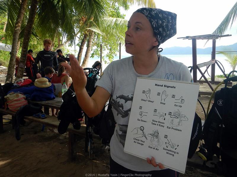 13718550083 d80de23c62 c PADI Discover Scuba Diving Di Pulau Mamutik, Sabah