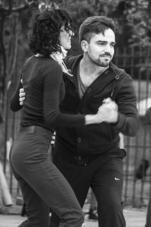 Pareja Bailando en la Plaza / Couple Dancing in the Park