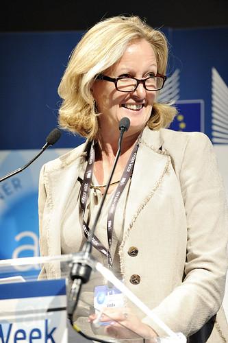 Dr Linda Davies