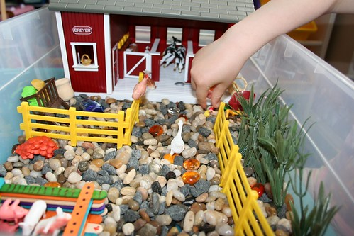 farm Sensory Box (Photo from Pink and Green Mama)
