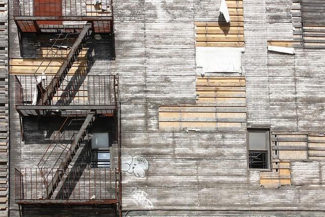 Korda Studios - Hellboy 2 city set details 3