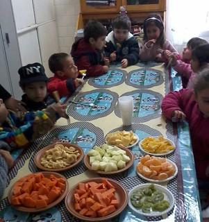 Alimentação saudável quer incentivar às crianças consumirem legumes e frutas