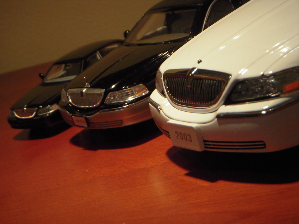 2003 2011 Lincoln Town Car Scale Models 1 43 1 28 And 1 18 A