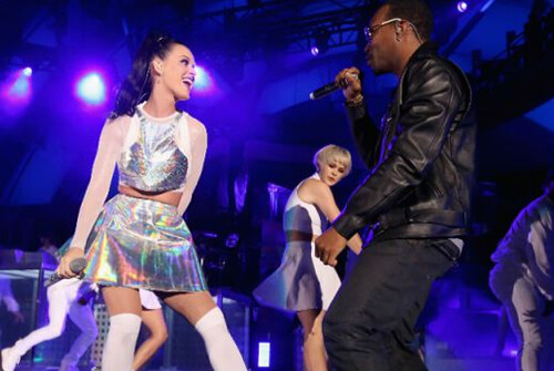 """Katy Perry Performs """"Dark Horse"""" with Juicy J at The Hollywood Bowl"""